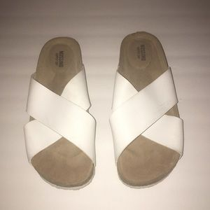 MOSSIMO SANDALS SIZE 6